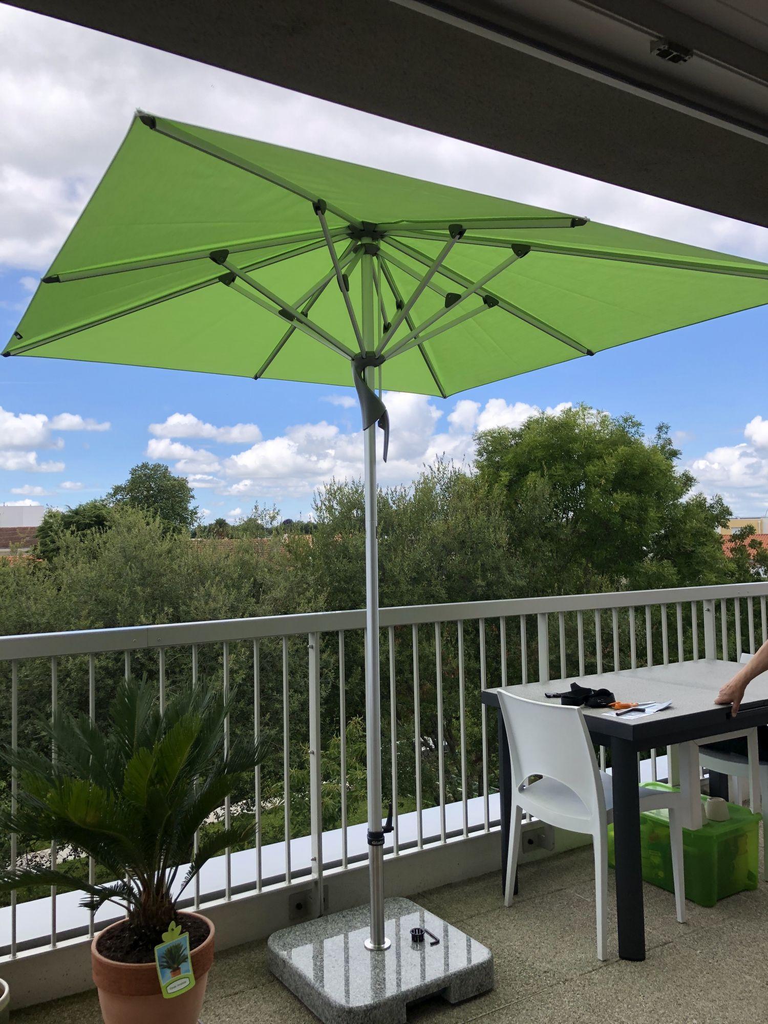 parasol glatz sur socle granit